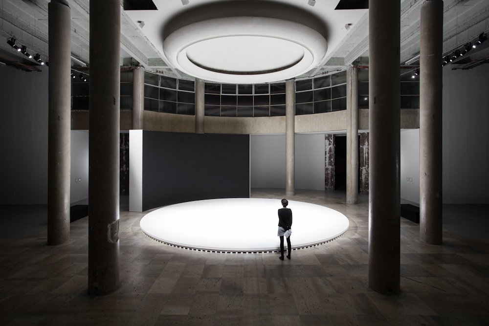 Philippe Parreno, How Can We Know the Dancer from the Dance?